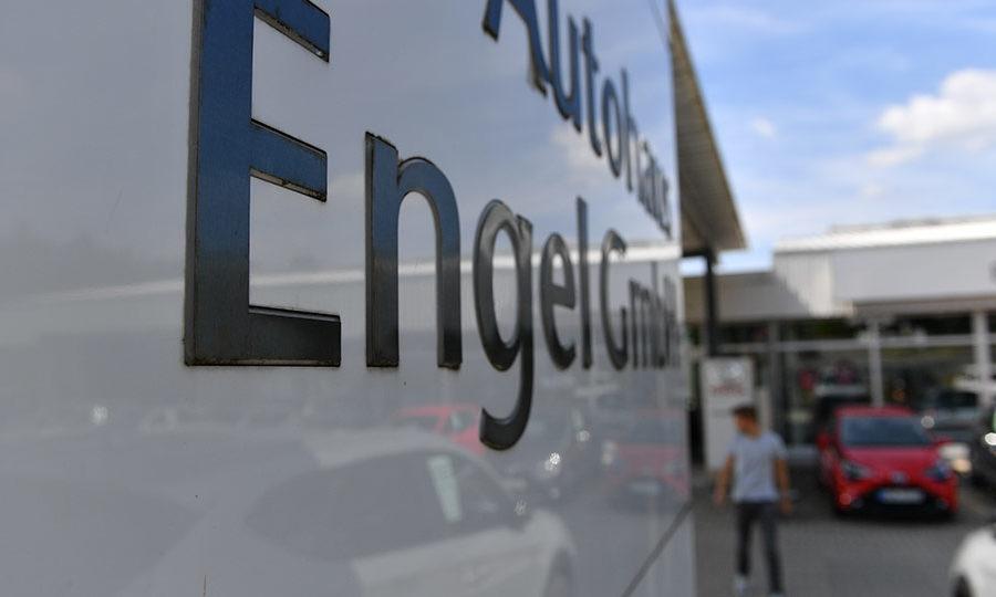 autohaus-engel-standort-wunsiedel-einfahrt